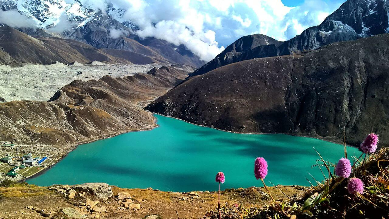 Best Time to Trek Gokyo Ri